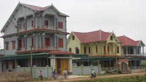 Nhũng ngôi biệt thự, nhà cao tồng mọc sát nhau ở a Sơn Thành