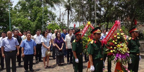 Dâng hương kỷ niệm 116 năm ngày sinh đồng chí Phan Đăng Lưu